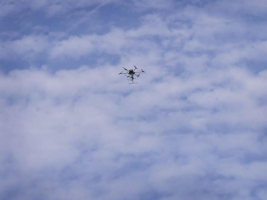 Drohne am Himmel. Symbolfoto: Pascal Höfig