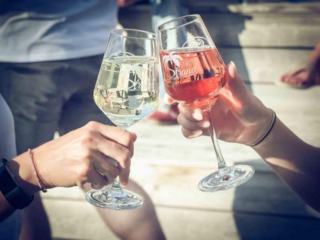 Leckeren fränkischen Wein genießen. Foto: Pascal Höfig