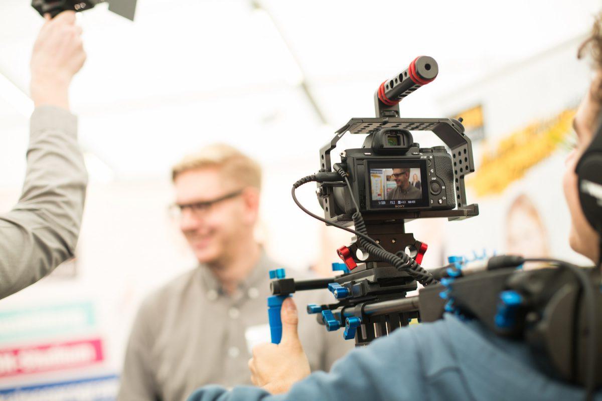 Mit dem Traineeprogramm der Würzburger Medienakademie gelingt der Einstieg in die Medienbranche. – Foto: Daniela Hütter