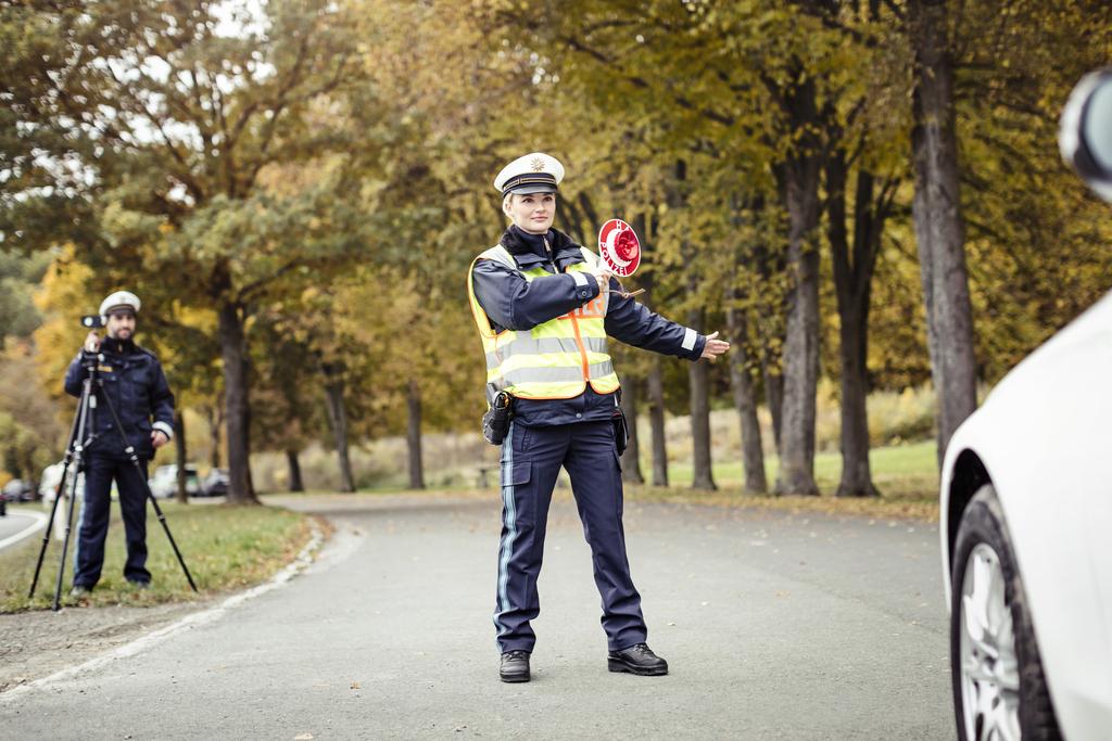 Fahrzeugkontrolle durch die Polizei - Foto: Polizei Bayern