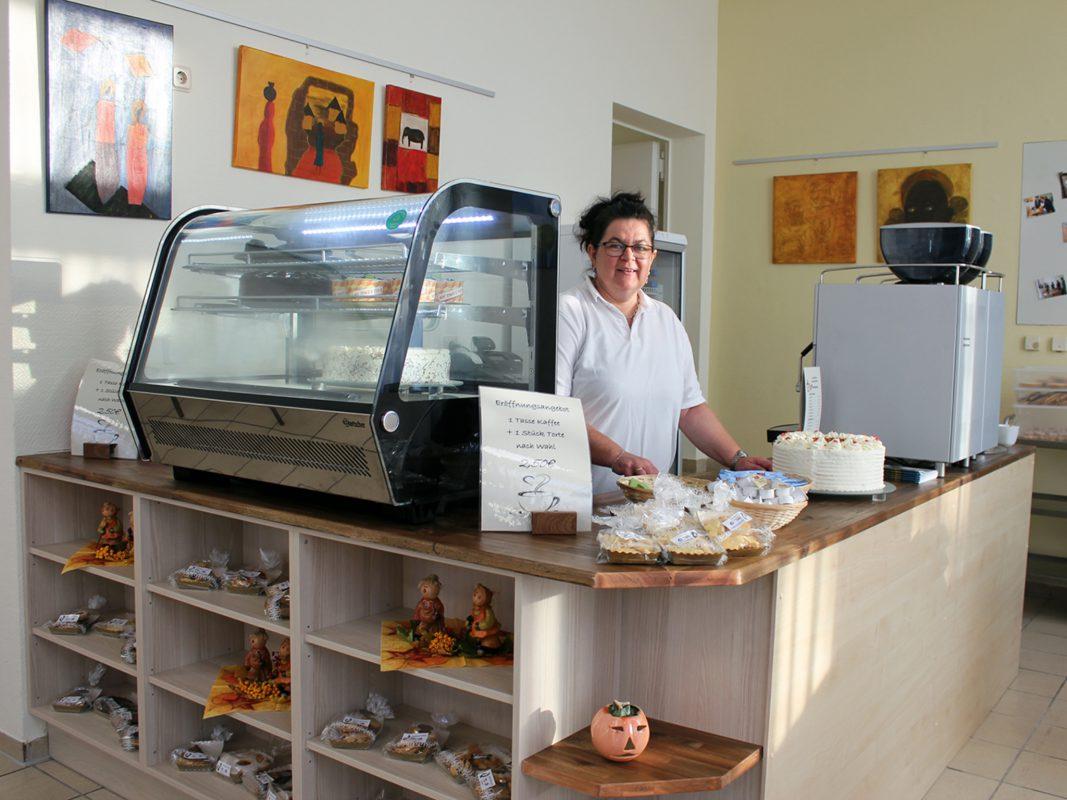 Im neuen RAW-Café dafür verantwortlich, dass es schmeckt: Konditormeisterin Petra Gundelach. Foto: Reto Glemser