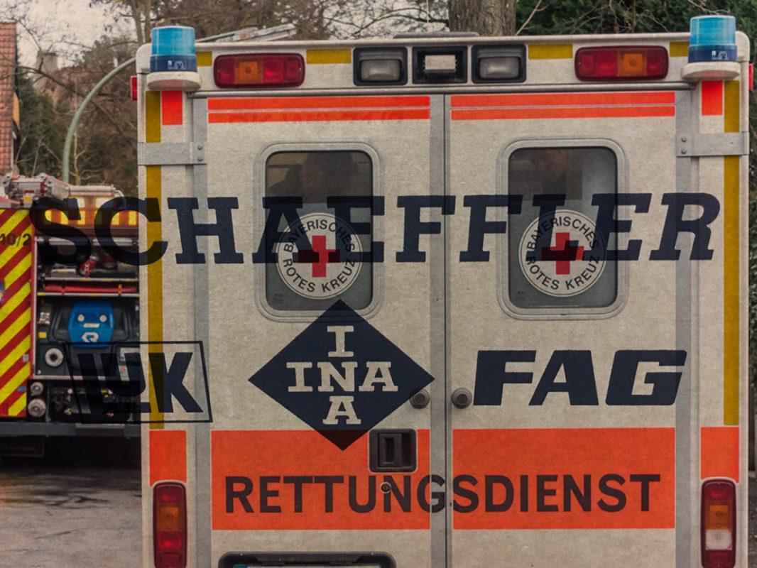 Polizei, Feuerwehr und Rettungsdienst sind aktuell mit einem Großaufgebot vor Ort im Einsatz.