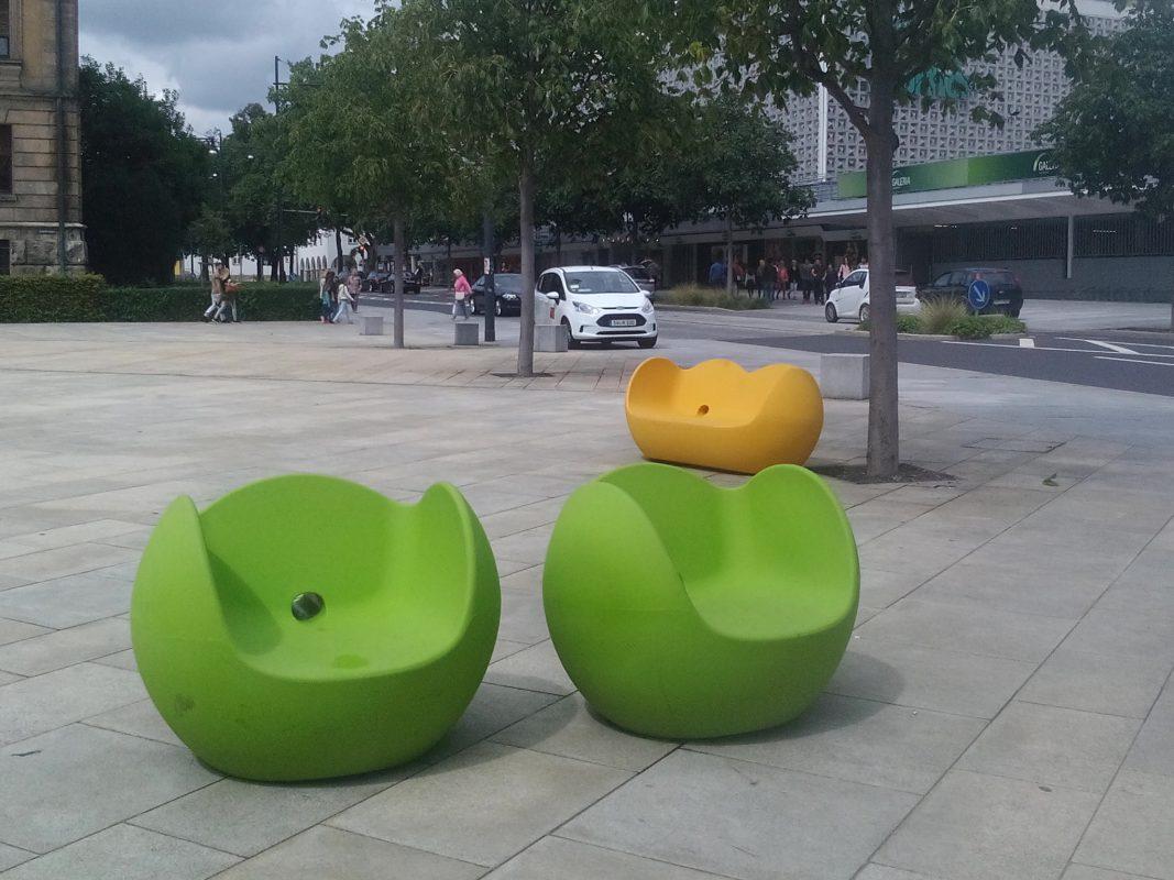 Bisher stehen die Sitzmöbel auf dem Schillerplatz. Foto: Sabrina