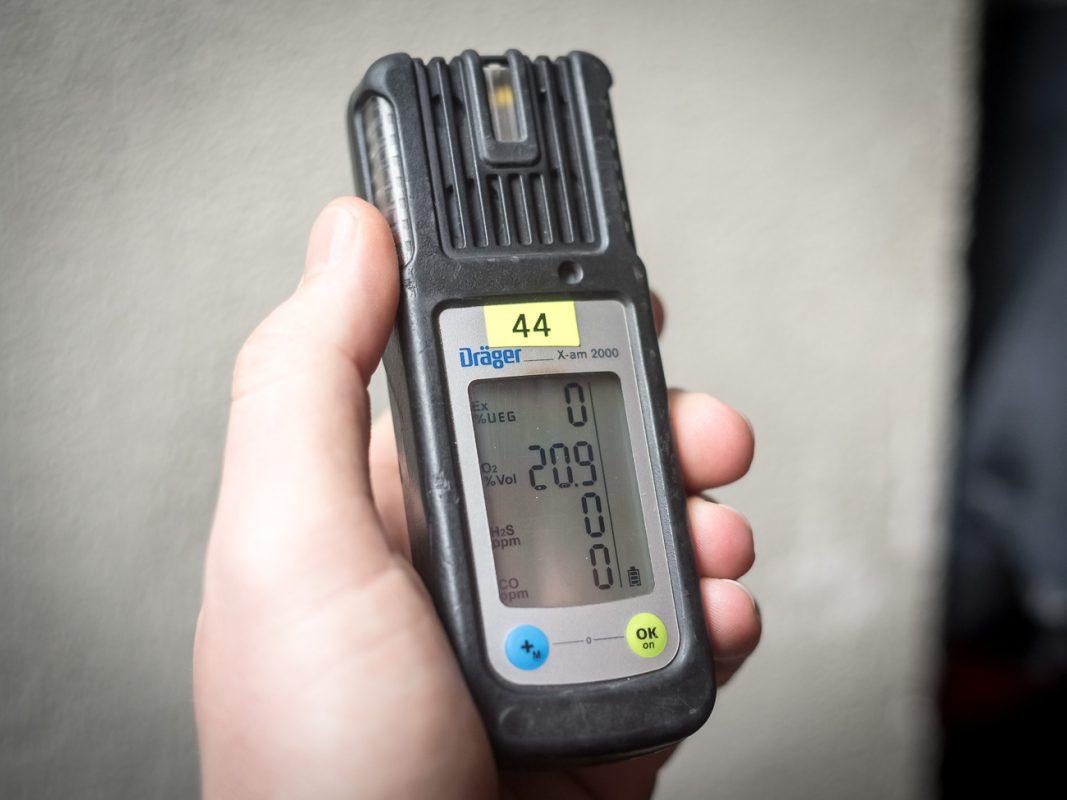Das Gerät warnt die Einsatzkräfte u.a. vor hoher Kohlenmonoxid-Werten - Foto: Pascal Höfig
