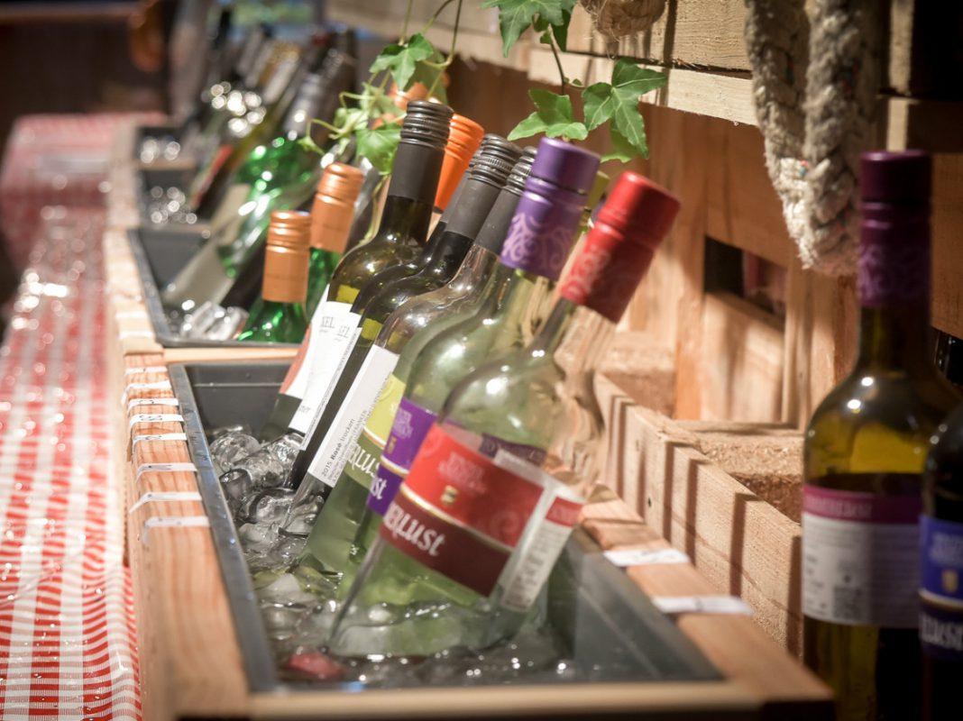 Gewinne 3x1 Flaschen Wein für das Wein am Strand 2017. - Foto: Pascal Höfig