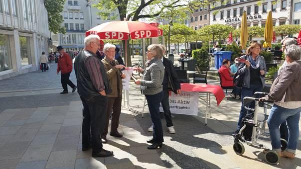 Die AG Selbst Aktiv der SPD Unterfranken im Gespräch mit Bürgerinnen und Bürgern. Foto: SPD Unterfranken