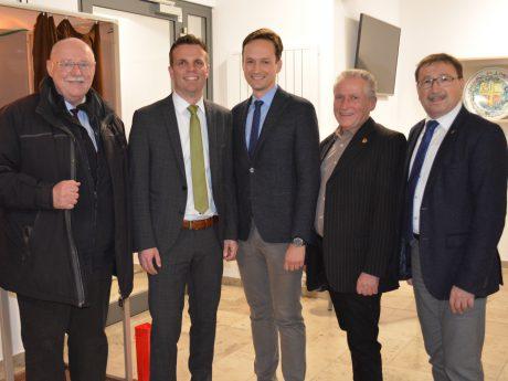 V.li.: Emil Heinemann, Oliver Schulze, Florian Töpper, Helmut Heimrich und Friedel Heckenlauer. Foto: Landratsamt Schweinfurt, Uta Baumann