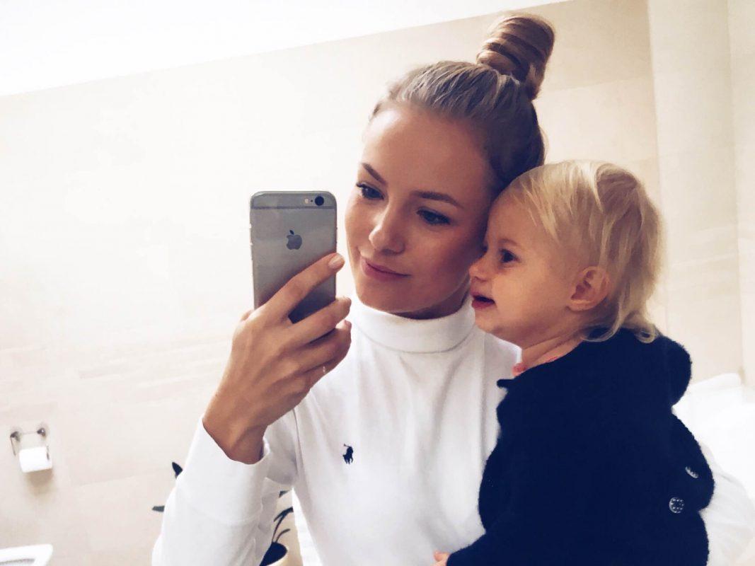 Viktoria mit ihrer kleinen, immer bereit für ein frisches Foto mit Mama. Foto: Viktoria Herhold