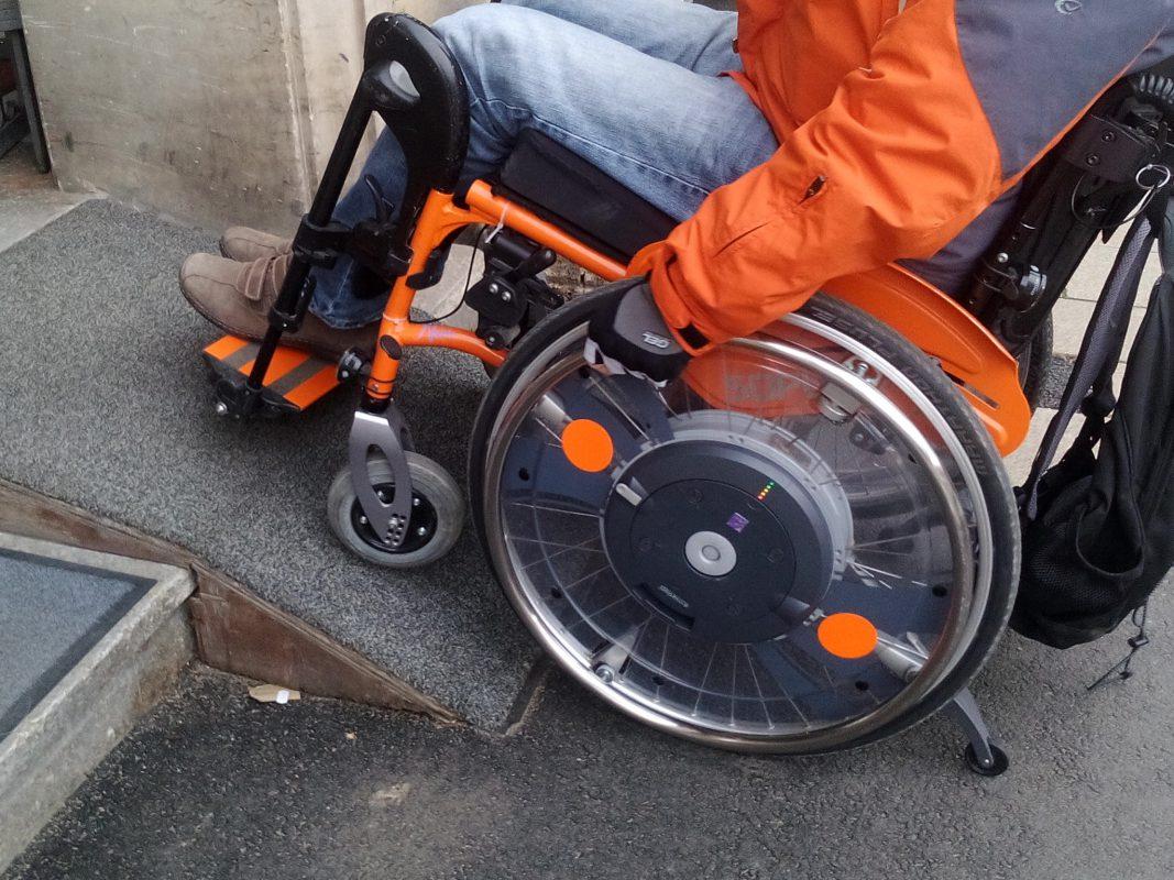 Mit dem Rollstuhl durch Schweinfurt. Foto: Sabrina Muth