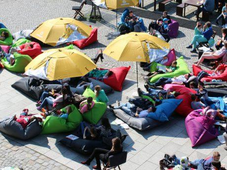 StadtLesen lädt seine Gäste zum öffentlichen Schmöckern und Verweilen ein. Foto: innovationswerkschaft