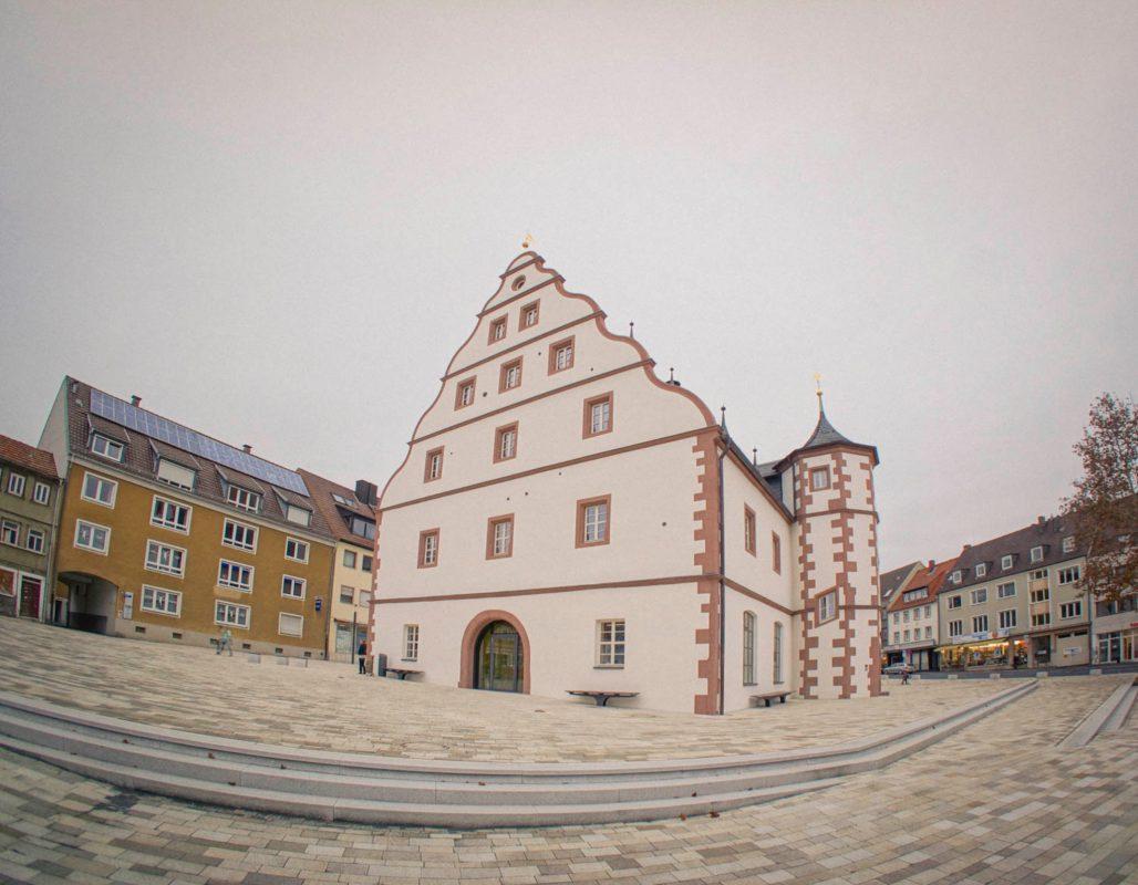 Zeughaus mit Vorplatz in Schweinfurt. Foto: Dominik Ziegler