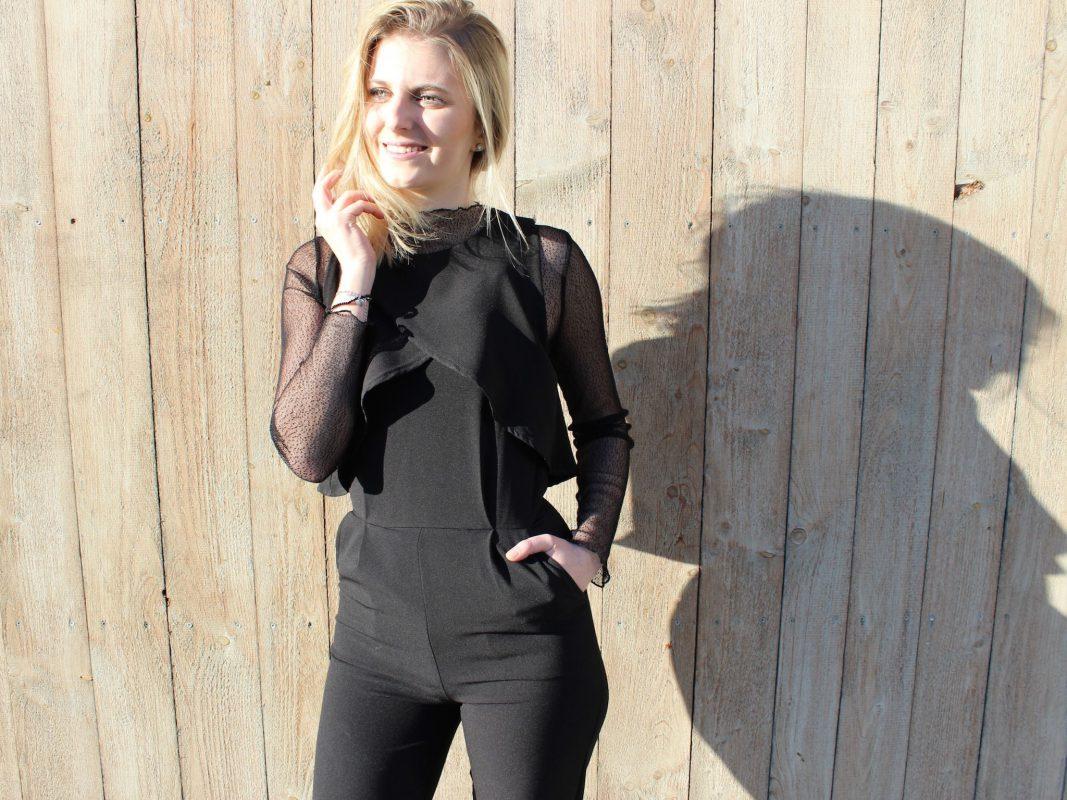 Ein schwarzer Overall ist wunderbar elegant für die Silvesternacht. Foto: Theresa Hägler