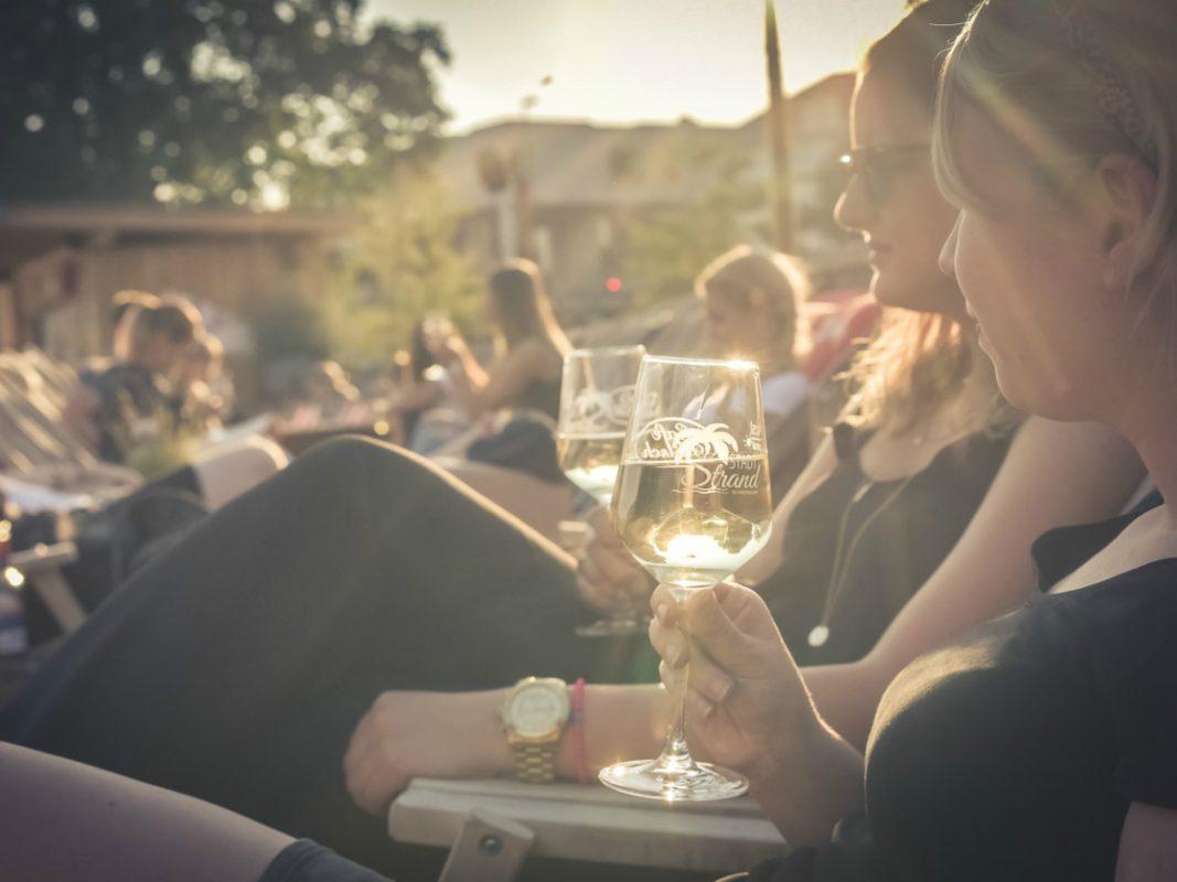Auf dem Wein am Strand den Sommer genießen. Foto: Pascal Höfig