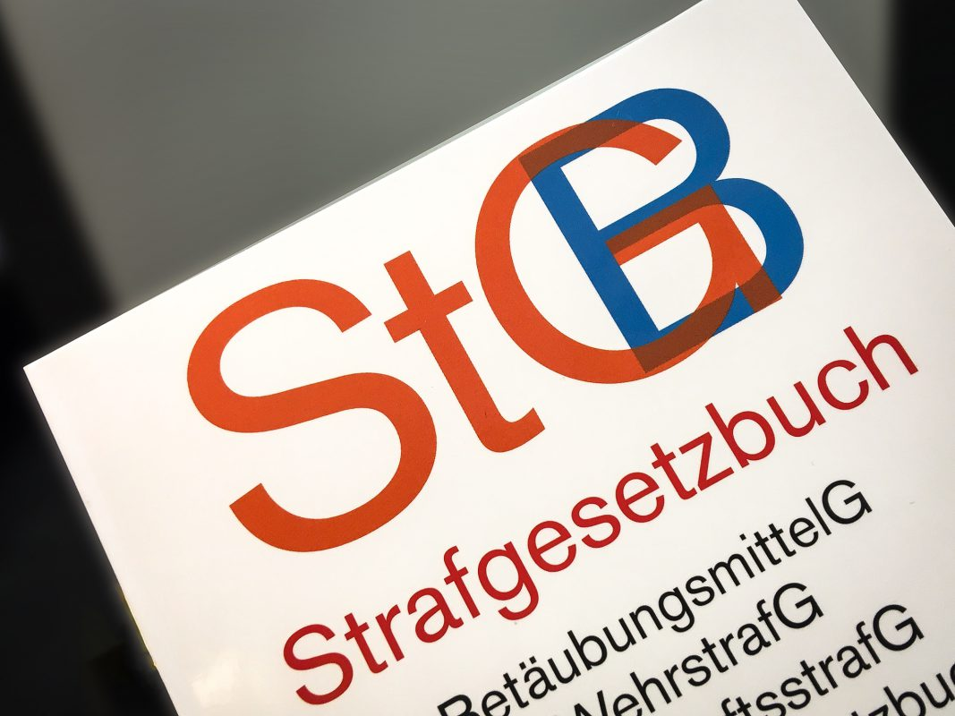 Das Strafgesetzbuch (StGB). Foto: Pascal Höfig