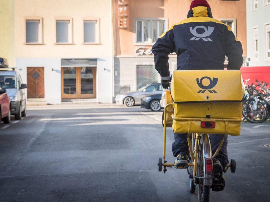Ein Briefzusteller der Post. Foto: Pascal Höfig