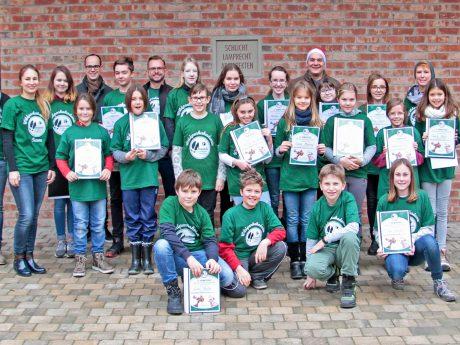 Die Absolventen des letzten Semesterprogramms und das Team der Wildparkakademie. Foto: Wildparkfreunde Schweinfurt