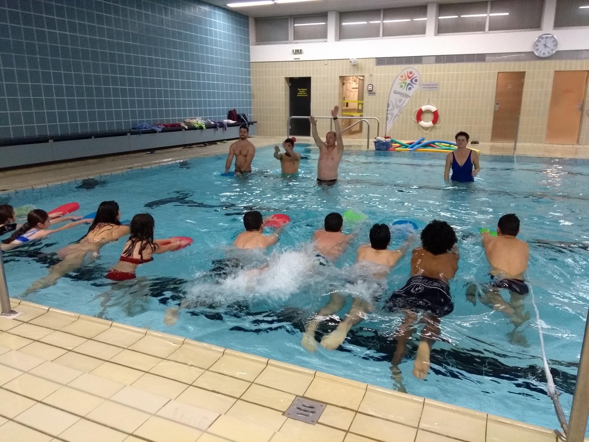 Kinder, Jugendliche und Frauen lernten bei acht Anfänger-Schwimmkursen im Hallenbad in Dittelbrunn das Schwimmen. Foto: Katrin Schauer