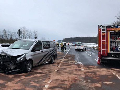 Schwerer Verkehrsunfall auf der St 2280 bei Ballingshausen. Foto: Polizei