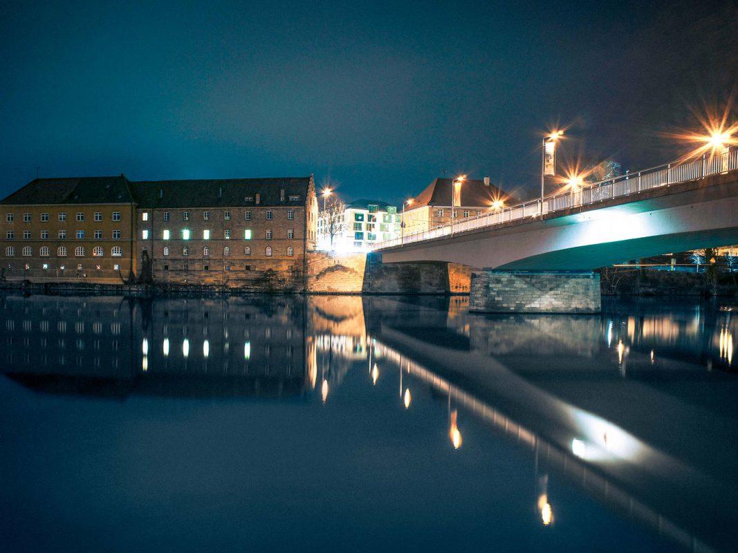 Maxbrücke bei Nacht. Foto: Dominik Ziegler