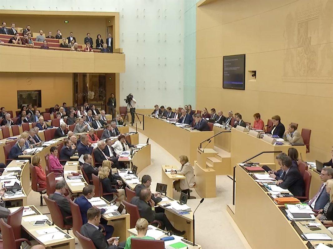 Der Bayerische Landtag verabschiedete am Abend das neue PAG. Screenshot/Landtag