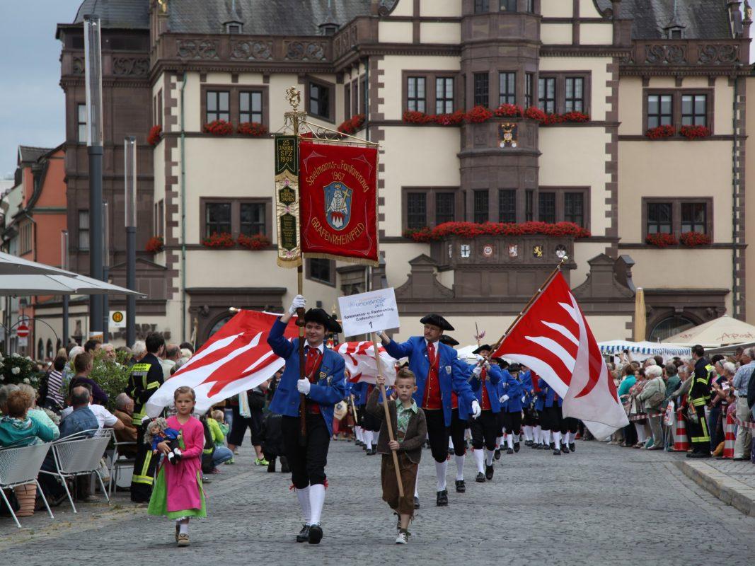 Großer Volksfestumzug in Schweinfurt. Foto: Stefan Pfister