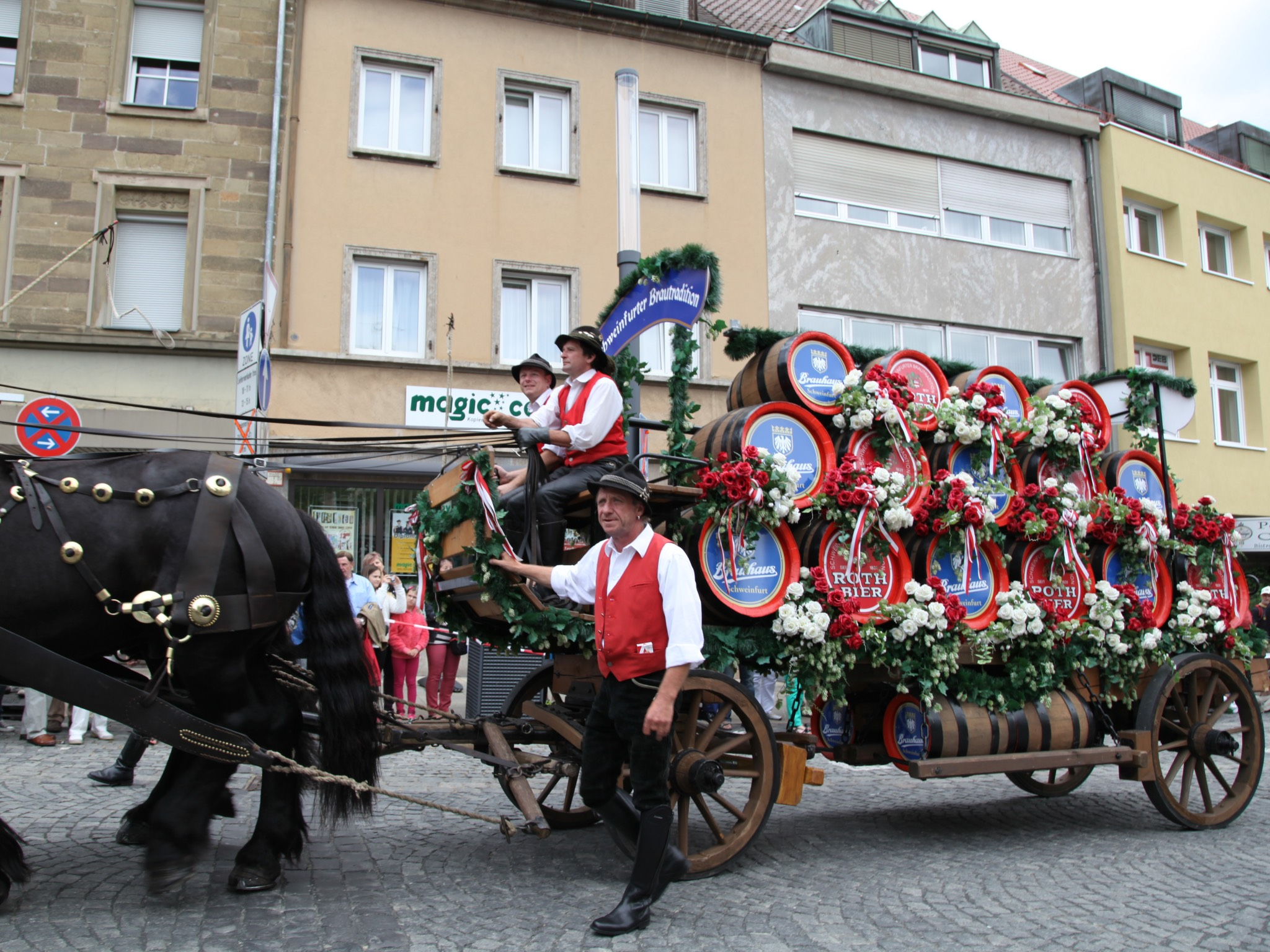 Kutsche am Volksfestumzug. Foto: Stefan Pfister