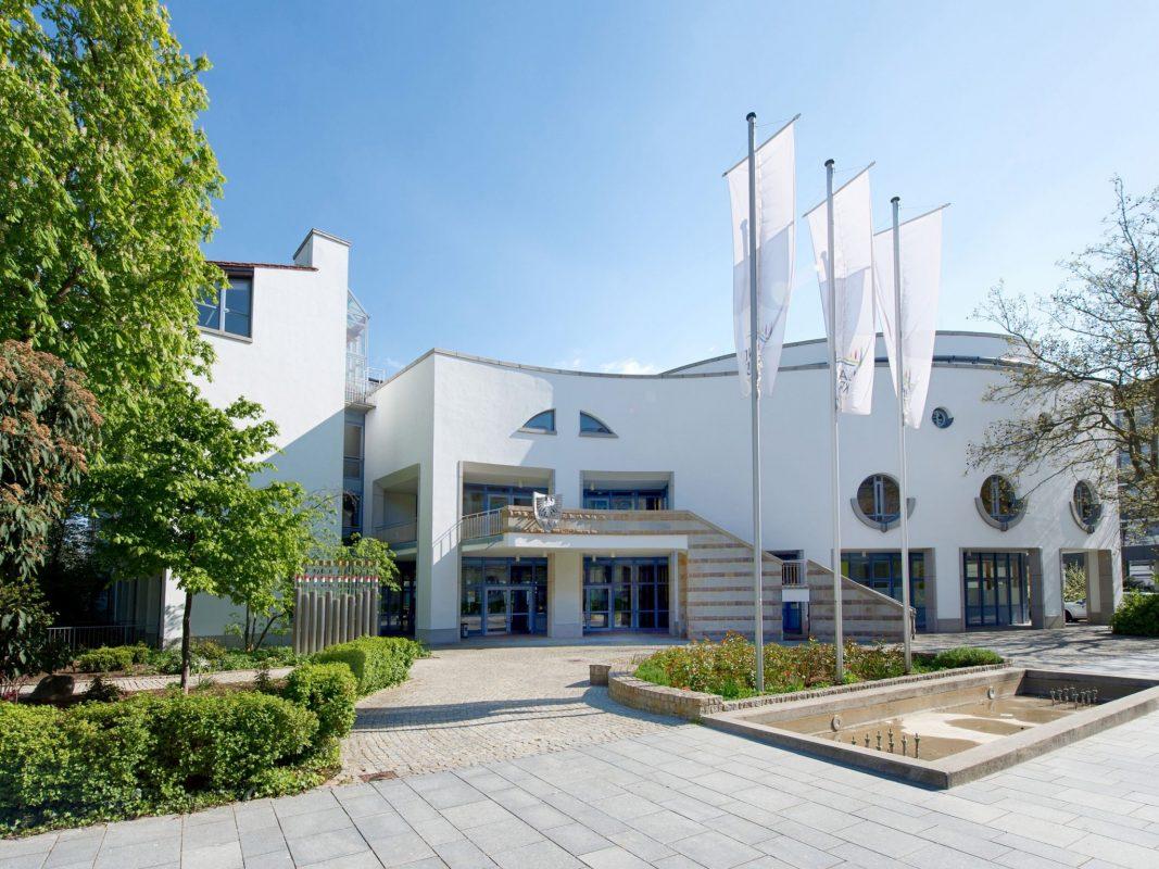 Außenbereich und Foyer des Landratsamtes werden modernisiert. Foto: Landratsamt Schweinfurt, Anand Anders
