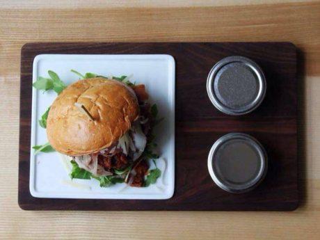 Leckerer Burger. Symbolfoto: Meliz Kaya