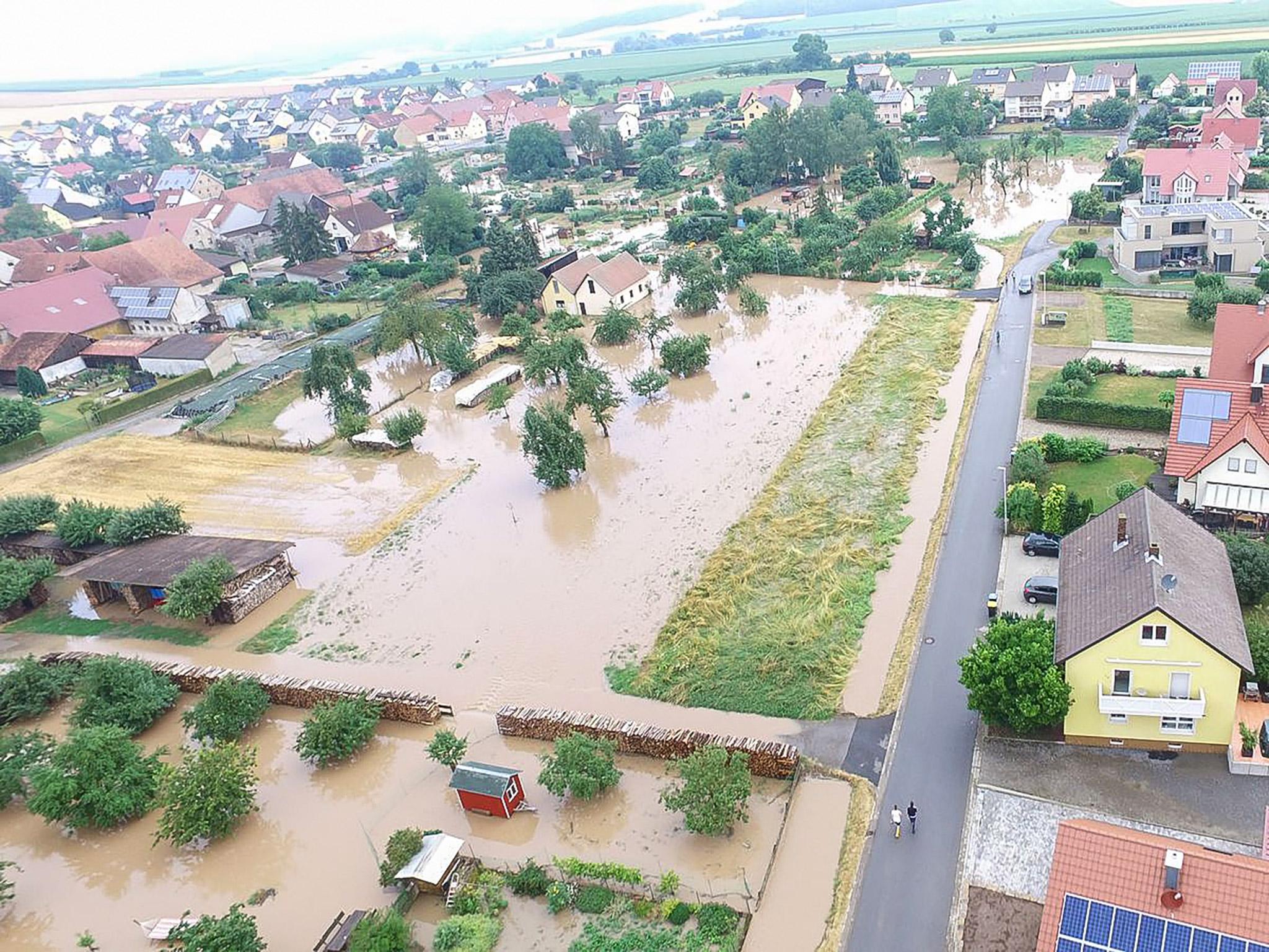 Luftbildaufnahmen von dem Einsatz am 6. Juli in der Gemeinde Werneck, Ortsteil Eßleben. Foto: Drohne Kreisbrandinspektion Schweinfurt
