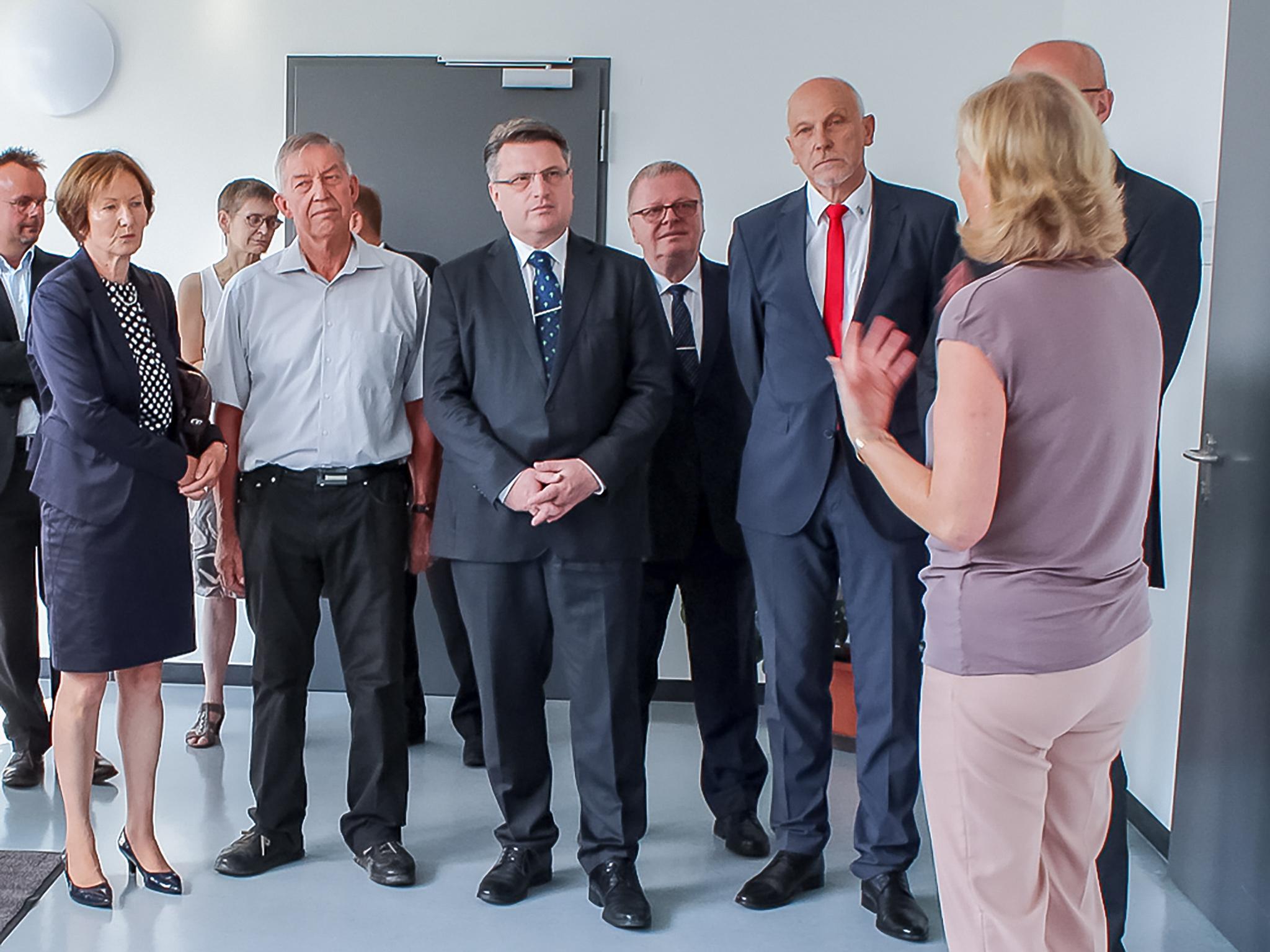 Justizminister Bausback nimmt in Gerolzhofen neues Archivgebäude der Schweinfurter Justiz in Betrieb. Foto: Staatliche Bauamt Schweinfurt