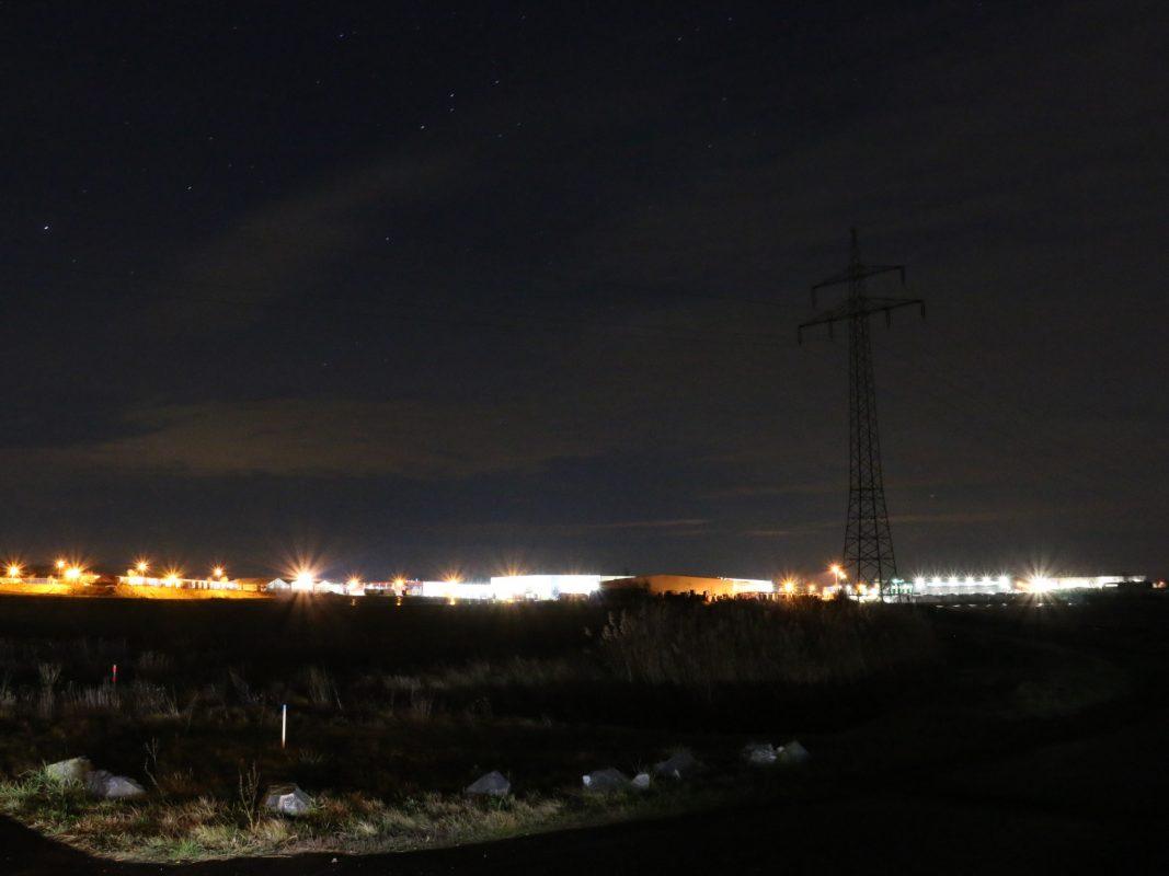 Lichtverschmutzung über Feld. Foto: Michael Sessler