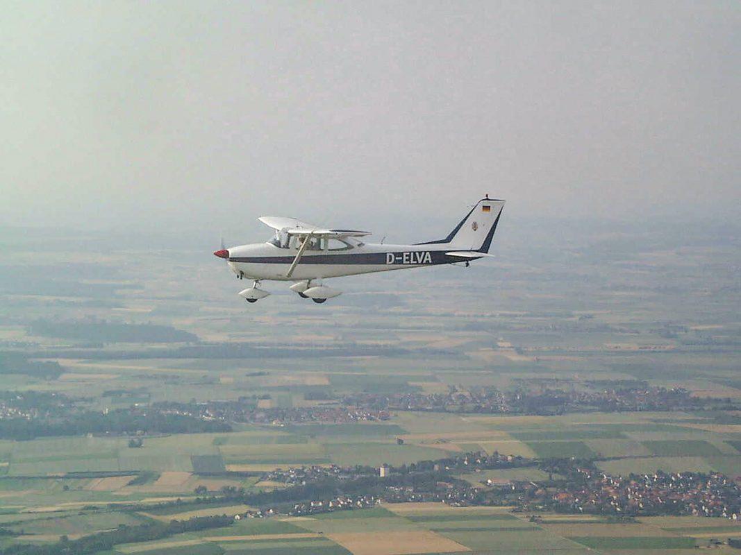 In Zeiten höchster Waldbrandgefahr ist das SEF innerhalb von zwei Minuten abflugbereit. Foto: Regierung von Unterfranken / Flugbereitschaft Unterfranken