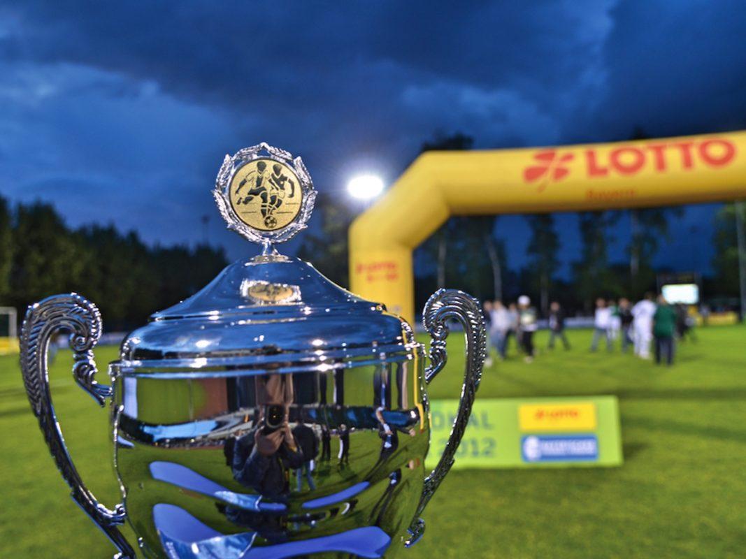 Das Objekt der Begierde, der Bayerische Toto-Pokal. Foto: BFV