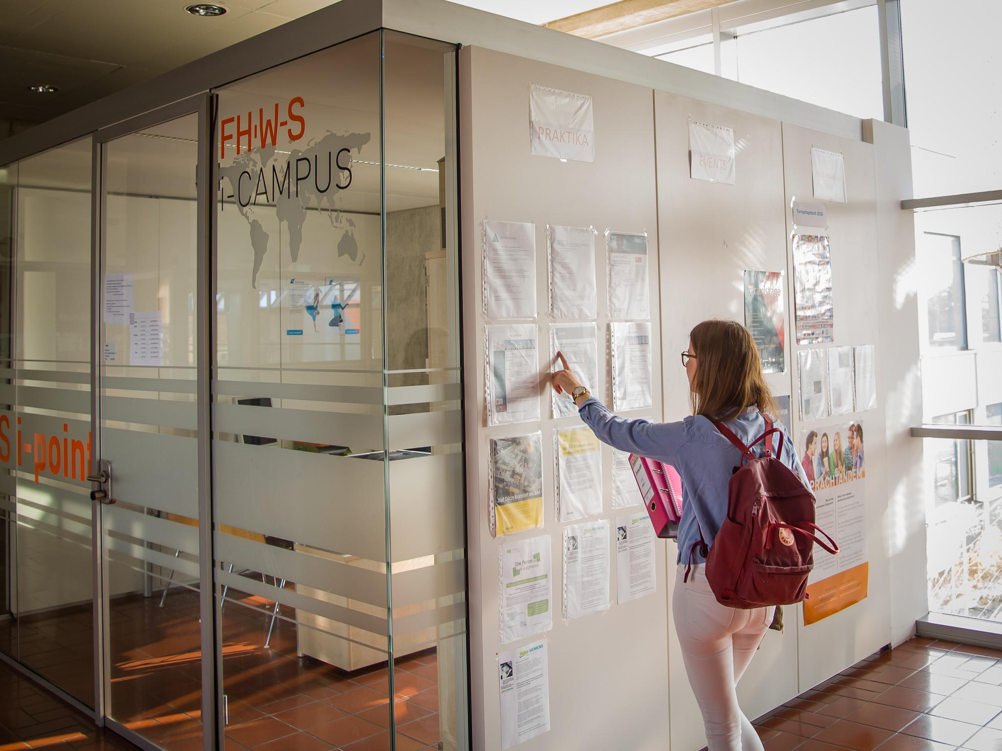Moderne Räumlichkeiten des FHWS machen das Studieren angenehm. Foto: Pascal Höfig