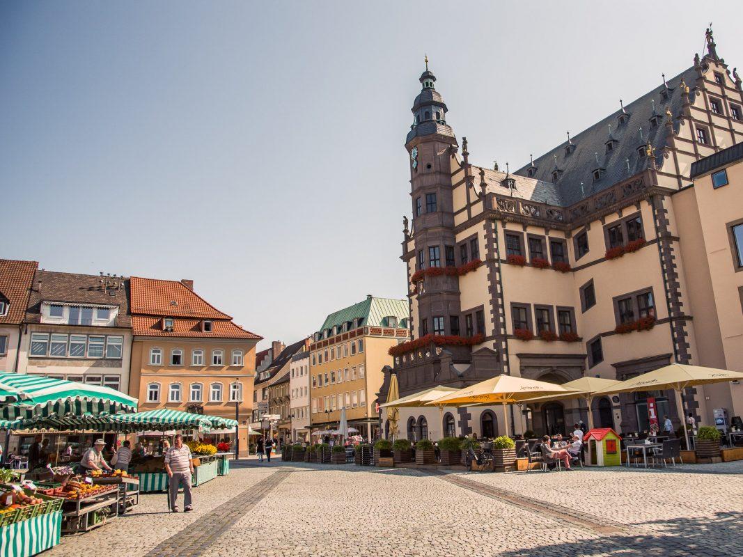 Marktplatz mit Rathaus. Foto: Pascal Höfig
