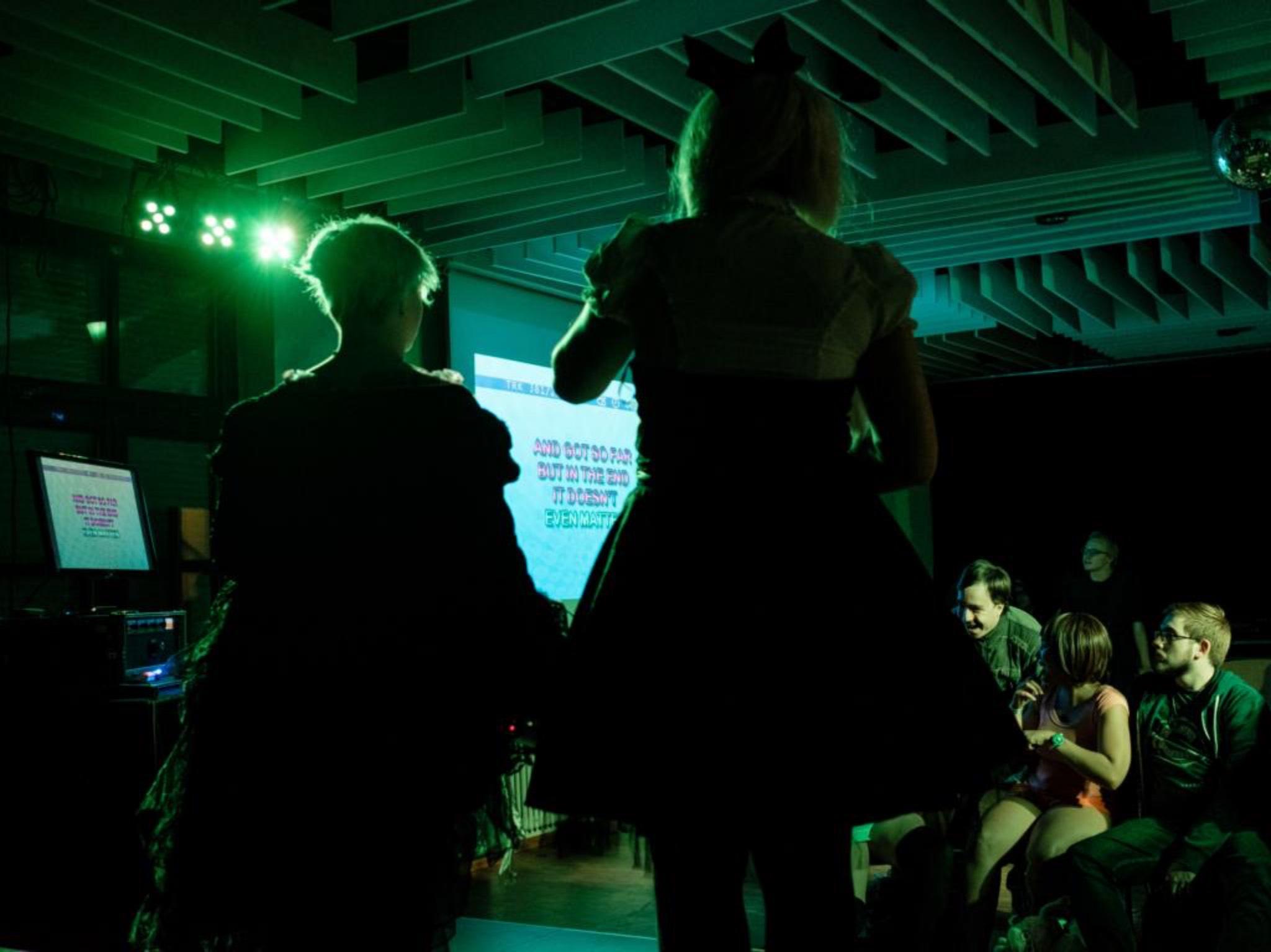 Karaoke auf der CHISANA. Foto: Mitarbeiter des Jugendhaus FränZ.