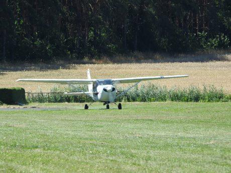 Ein Kleinflugzeug vom Typ