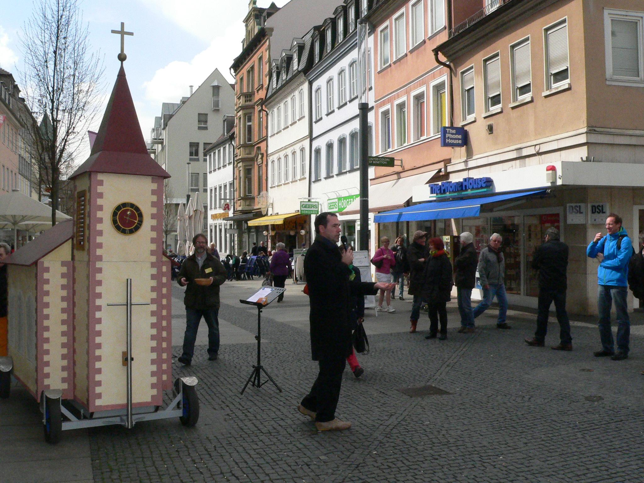 Unterwegs in der Fußgängerzone. Foto: Domradio/Heiko Kuschel.