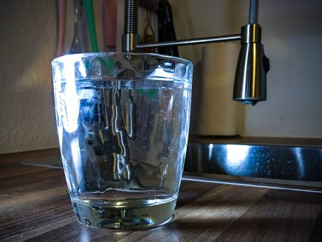 Wasserglas. Symbolfoto: Pascal Höfig