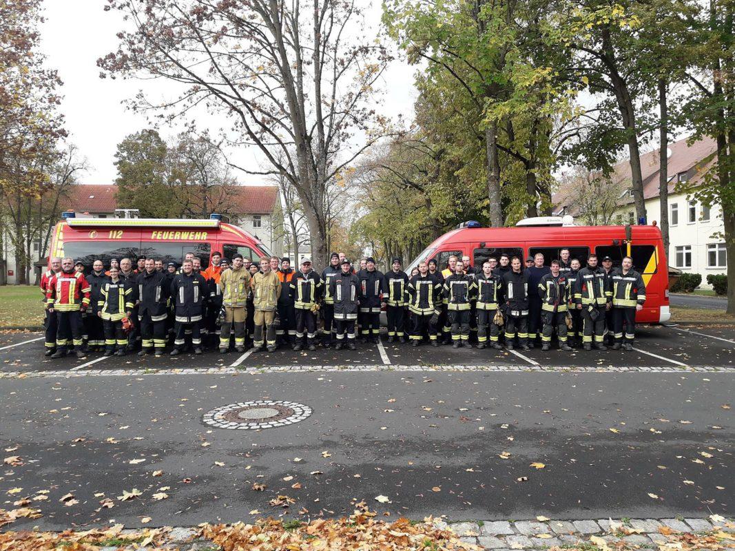60 Feuerwehrleute übten auf dem Gelände der Conn Barracks den Einsatz von mobiler Sirenenanlagen. Foto: Matthias Steinmüller