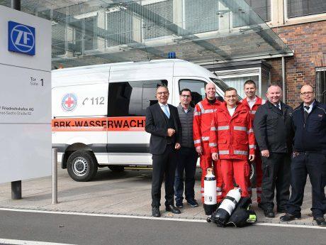 Die Werkfeuerwehr der ZF Friedrichshafen AG übernimmt das Befüllen der Tauchflaschen für die Kreis-Wasserwacht Schweinfurt. Foto: ZF