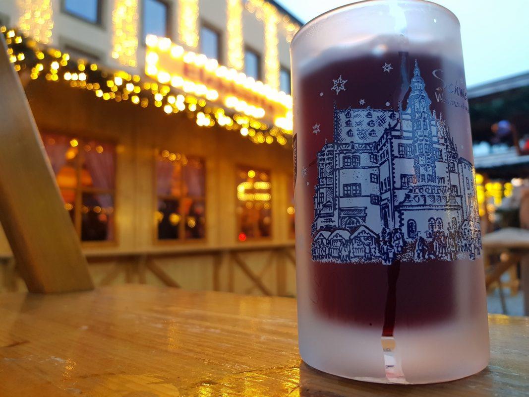 Was Kostet Glühwein Auf Dem Weihnachtsmarkt 2019.Preisvergleich Das Kostet Der Glühwein Auf Dem Weihnachtsmarkt