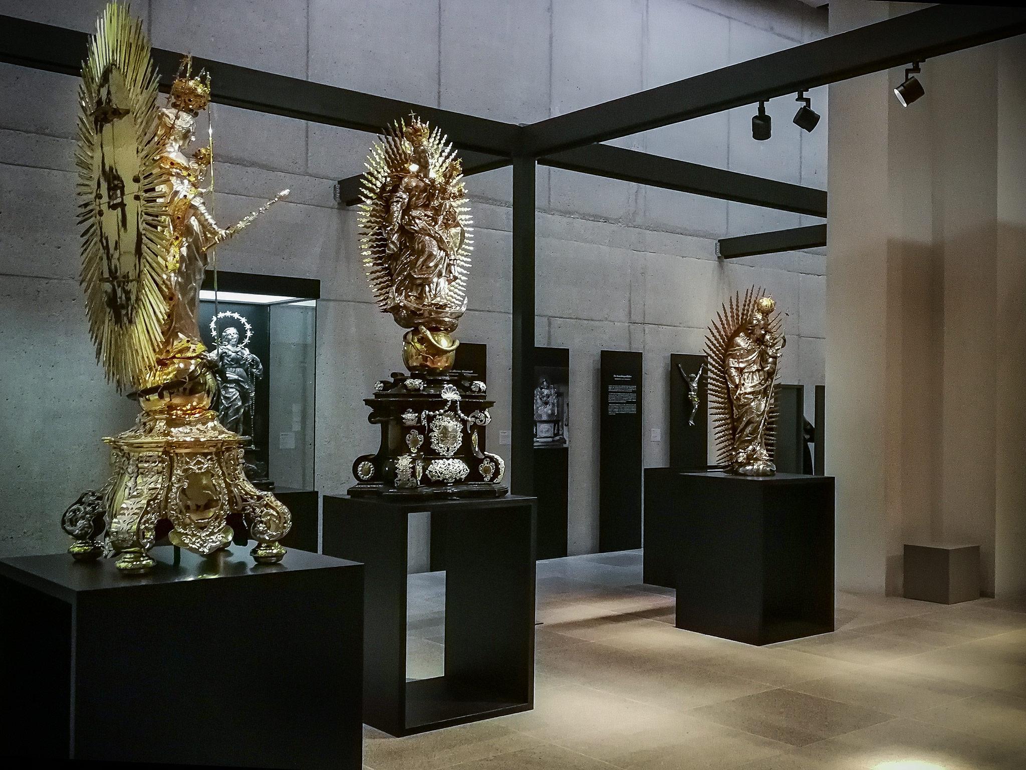 Heiligenfiguren in ihrer ganzen Pracht. Foto: Pascal Höfig
