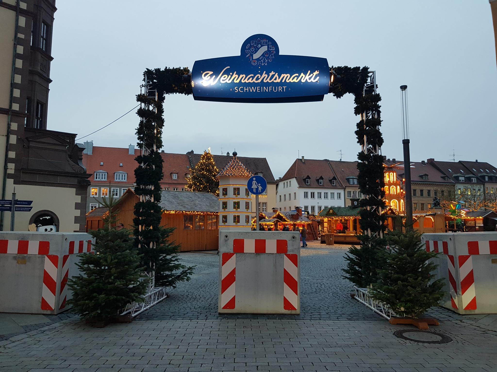 Betonabsicherung am Weihnachtsmarkt. Foto: Dirk Flieger
