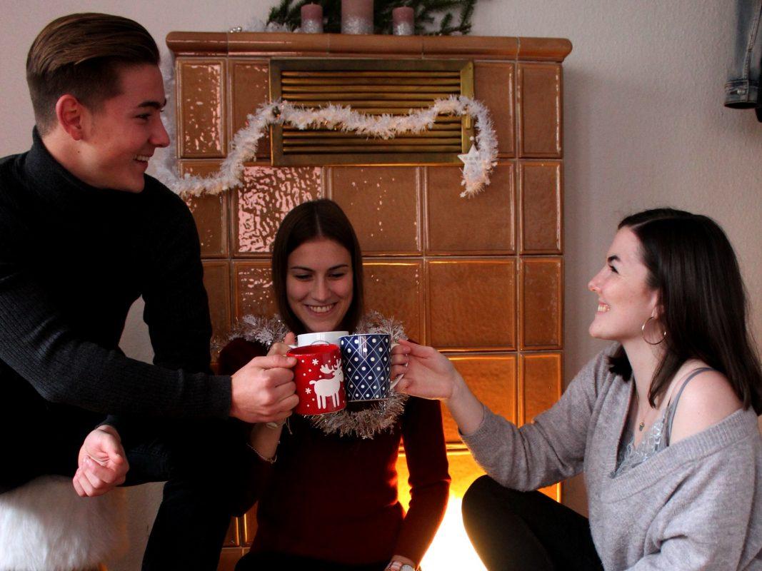 Egal ob gemütliches zusammen sitzen oder wilde Party, Weihnachten ist ein guter Grund, sich schick zu machen. Foto: Katrin Bardutzky