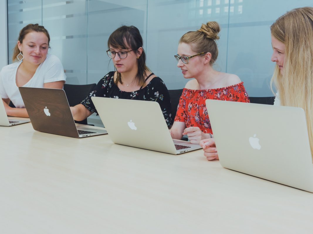 Team Redaktion beim Meeting. Foto: Pascal Höfig