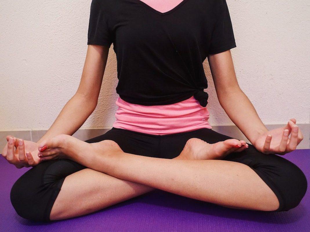 Yoga mal in etwas anderer Form an der VHS: Lachyoga. Foto: Meliz Kaya