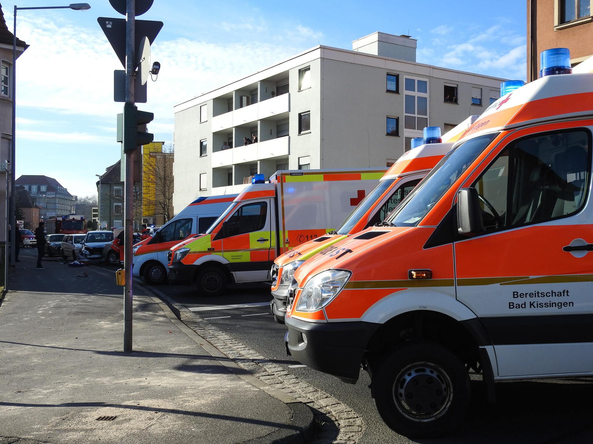 Der Rettungsdienst war mit rund 15 Einsatzkräften am Unfallort anwesend. Foto: Dirk Flieger