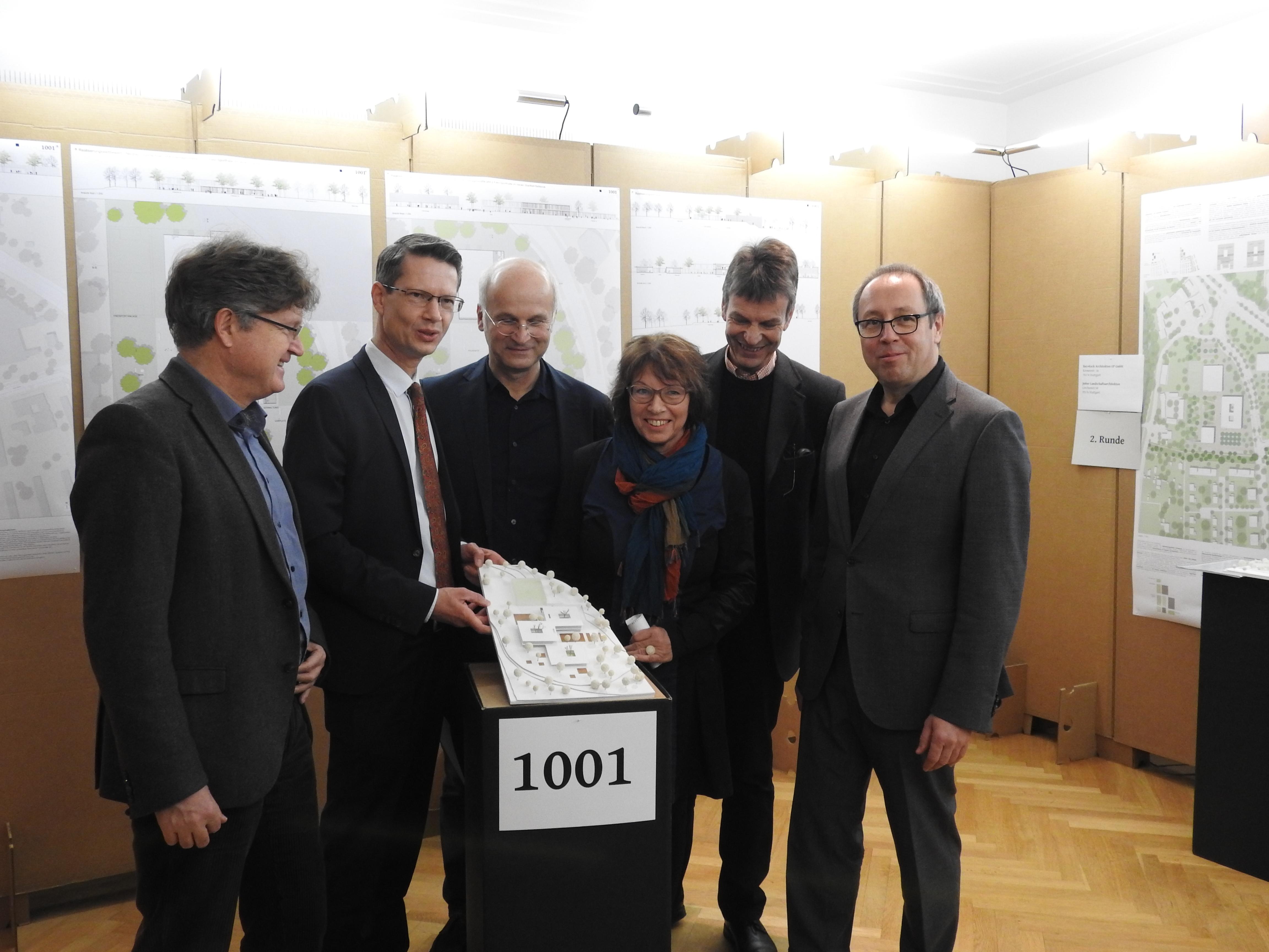 OB Remelé mit dem Gewinnerteam aus Darmstadt. Foto: Dirk Flieger