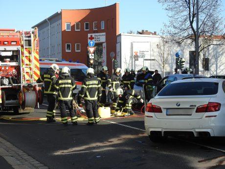 Auf Höhe des Linksabzweigs zur Friedrich-Ebert-Straße verlor der 28-Jährige dann die Kontrolle über seinen BMW M5. Foto: Dirk Flieger